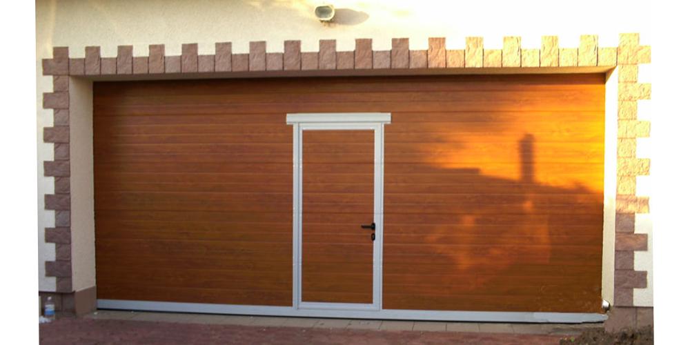 Ворота в гараж подъемные секционные в Серпухове